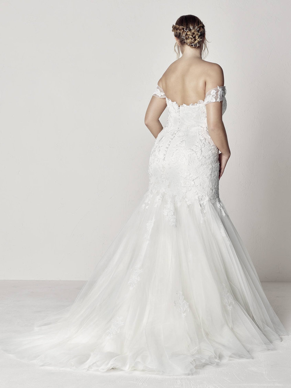 PronoviasBridal-BridesbyYoung-PlusSizeWeddingDress-Extrem-1.jpg