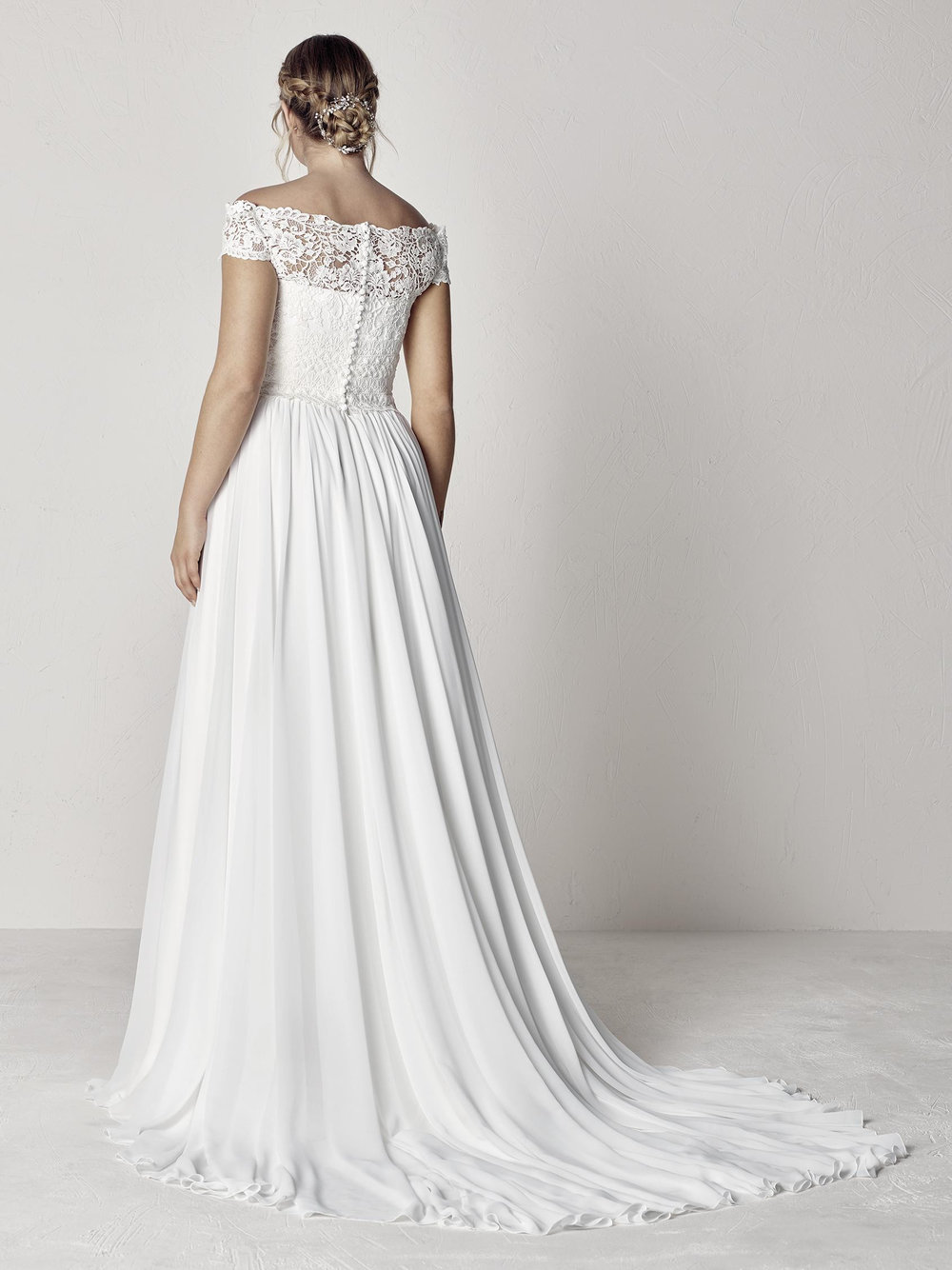 PronoviasBridal-BridesbyYoung-PlusSizeWeddingDress-Evita-1.jpg