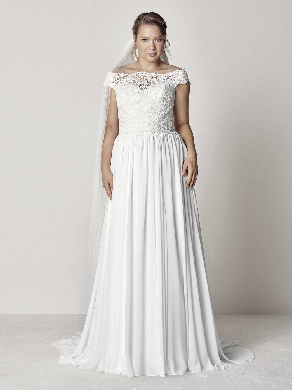 PronoviasBridal-BridesbyYoung-PlusSizeWeddingDress-Evita.jpg