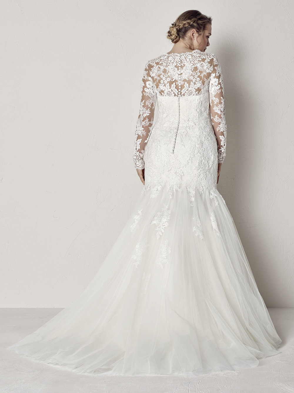 PronoviasBridal-BridesbyYoung-PlusSizeWeddingDress-Evette-1.jpg