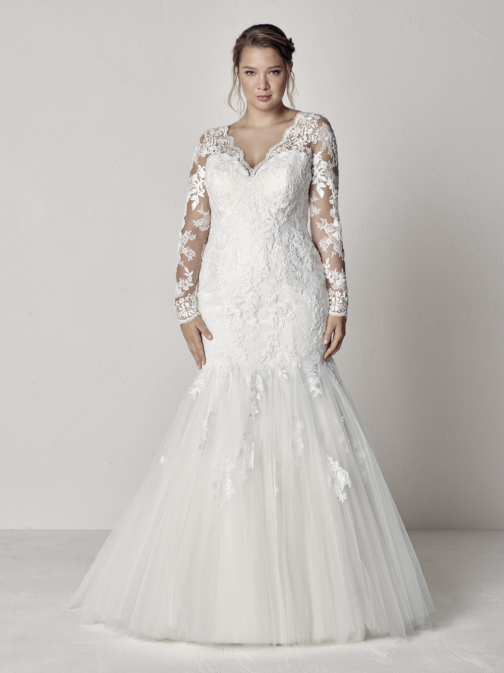 PronoviasBridal-BridesbyYoung-PlusSizeWeddingDress-Evette.jpg