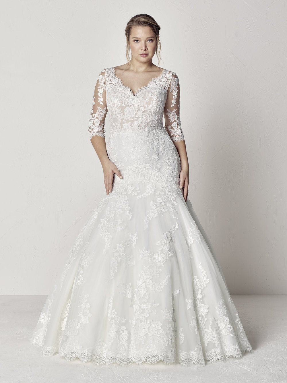 PronoviasBridal-BridesbyYoung-PlusSizeWeddingDress-Evelyn.jpg