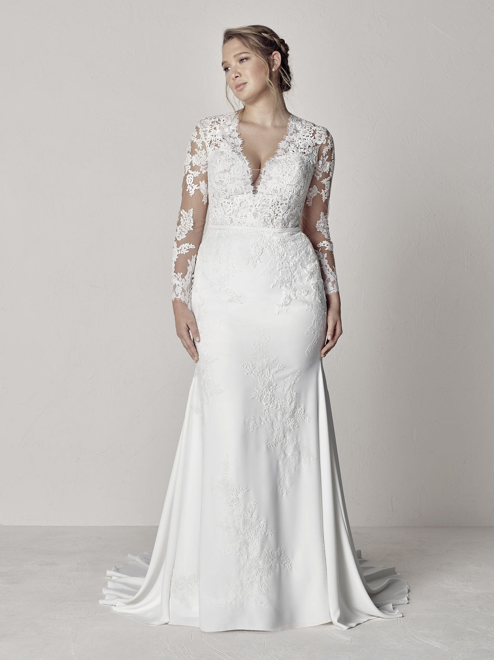 PronoviasBridal-BridesbyYoung-PlusSizeWeddingDress-Eva.jpg