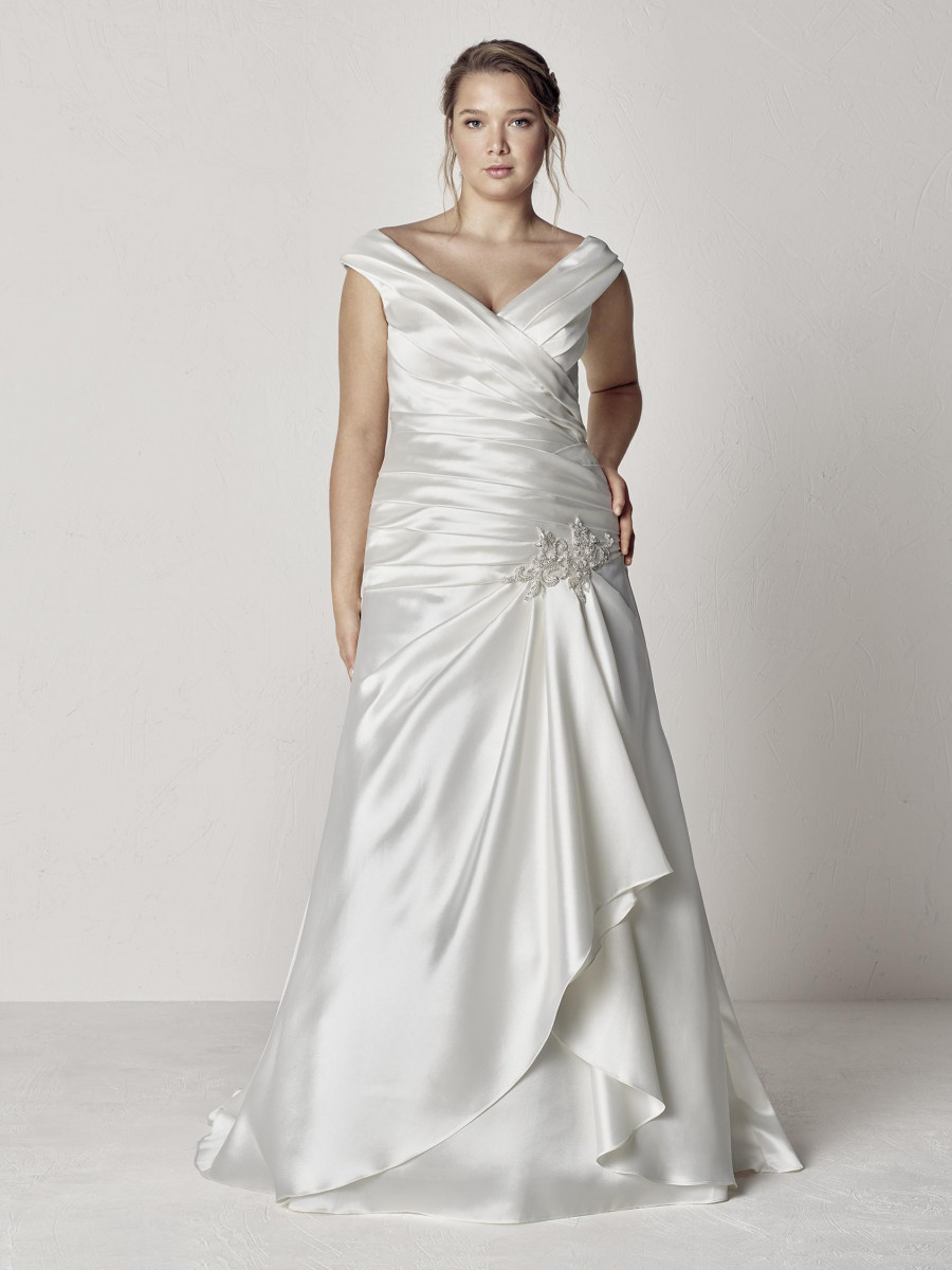 PronoviasBridal-BridesbyYoung-PlusSizeWeddingDress-Eureka.jpg