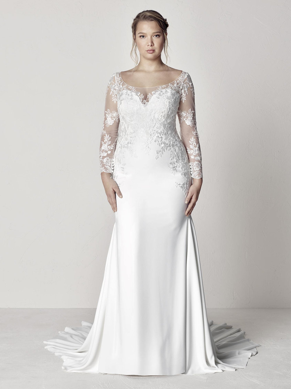 PronoviasBridal-BridesbyYoung-PlusSizeWeddingDress-Euli.jpg
