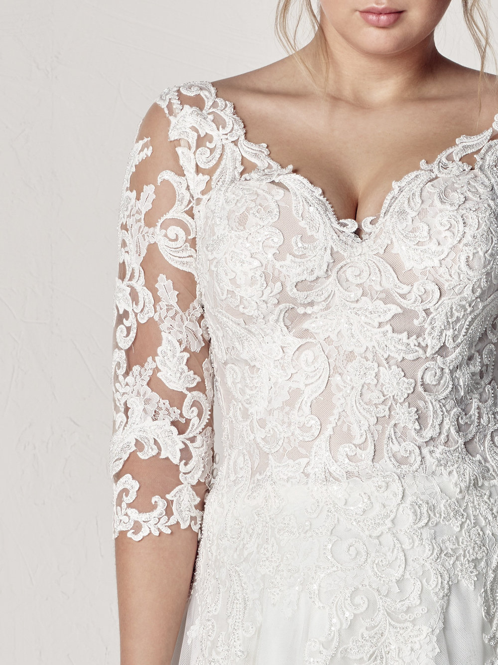 PronoviasBridal-BridesbyYoung-PlusSizeWeddingDress-Etoila-2.jpg