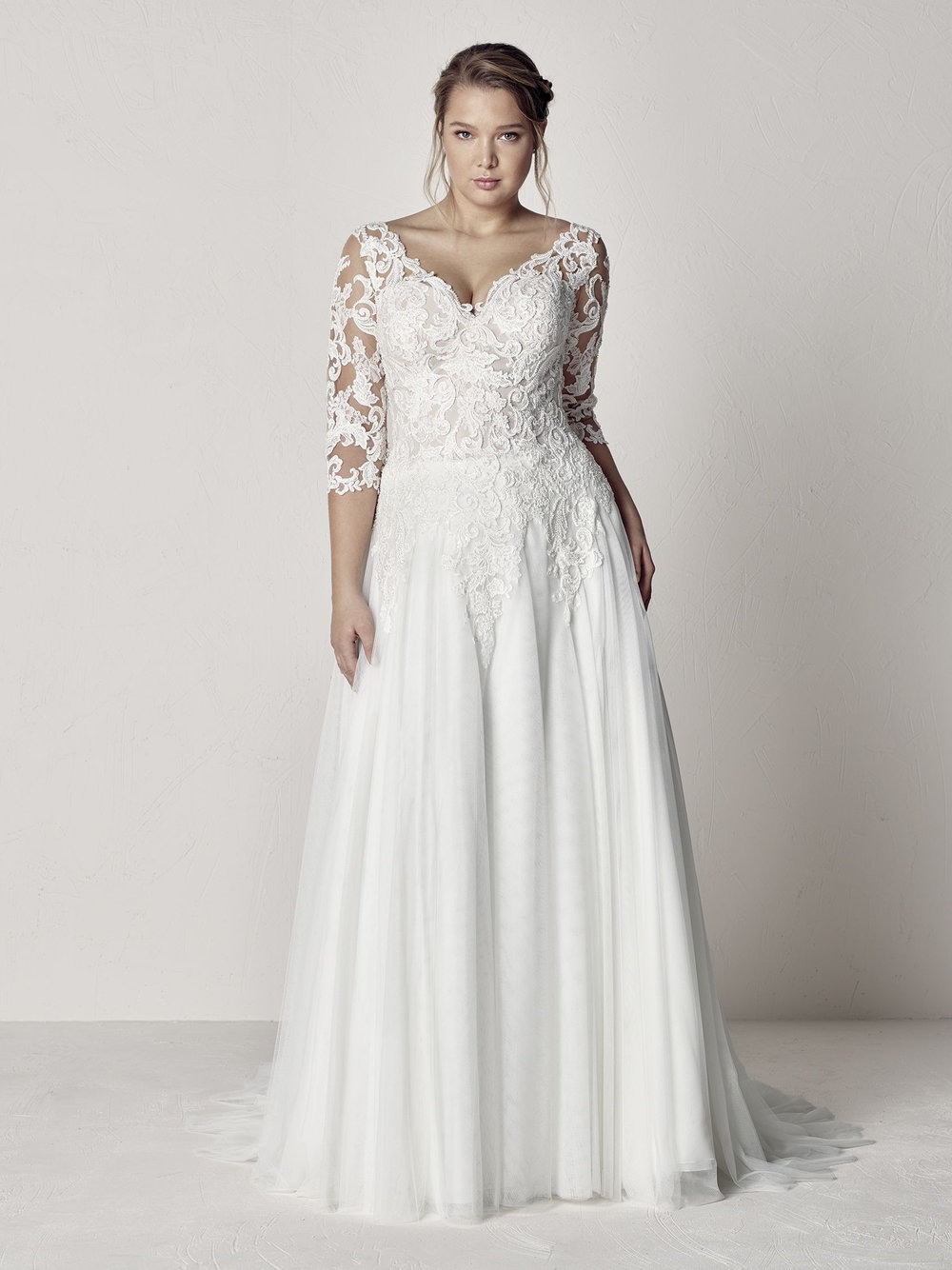 PronoviasBridal-BridesbyYoung-PlusSizeWeddingDress-Etoila.jpg