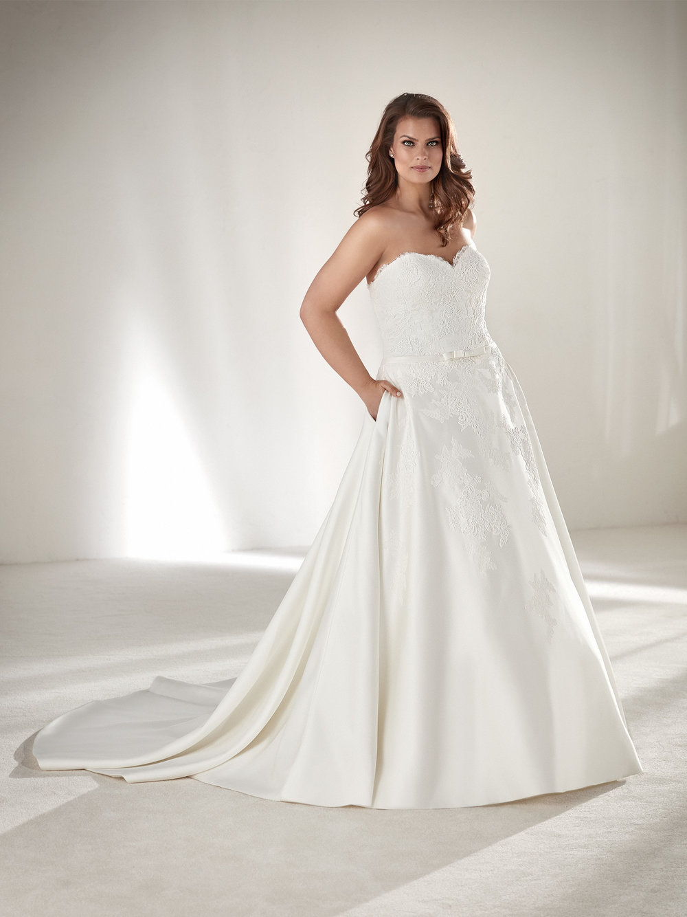 PronoviasBridal-BridesbyYoung-PlusSizeWeddingDress-Drape.jpg