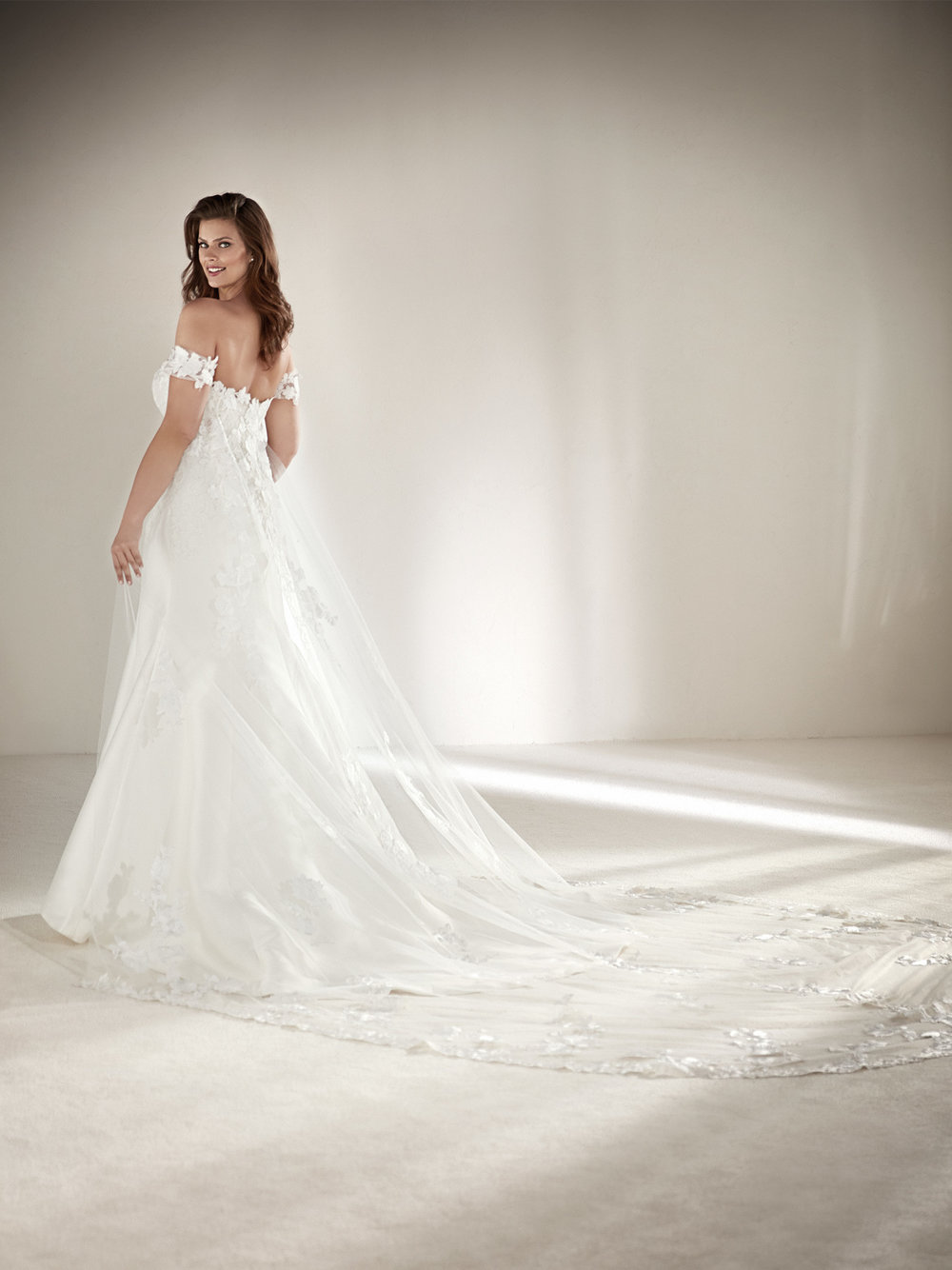 PronoviasBridal-BridesbyYoung-PlusSizeWeddingDress-Drileas-1.jpg