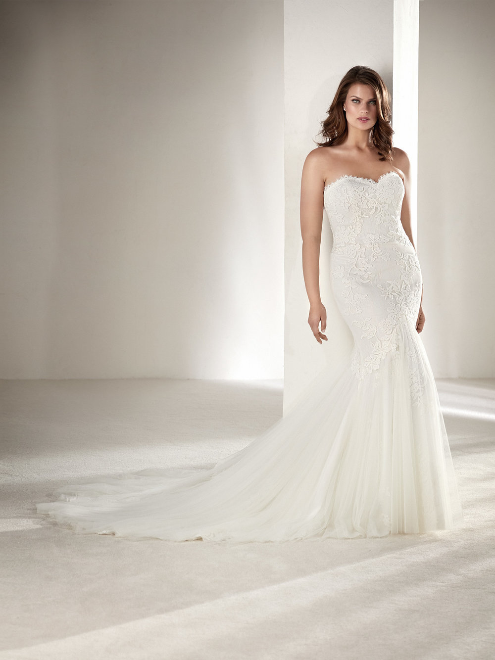 PronoviasBridal-BridesbyYoung-PlusSizeWeddingDress-Drimea.jpg