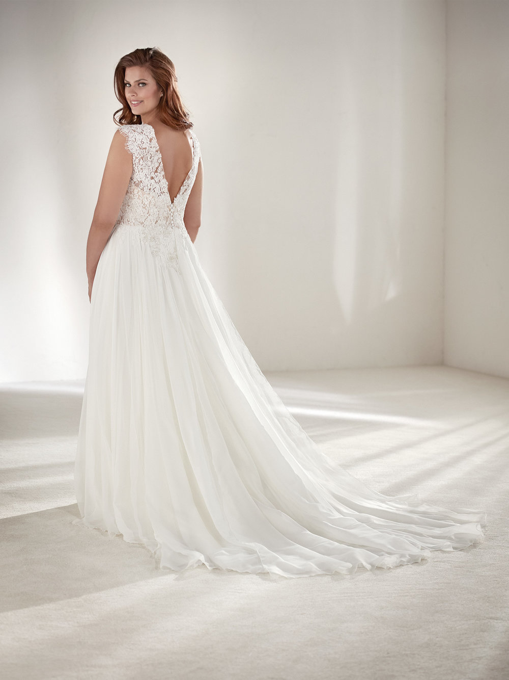PronoviasBridal-BridesbyYoung-PlusSizeWeddingDress-Atlantis-1.jpg