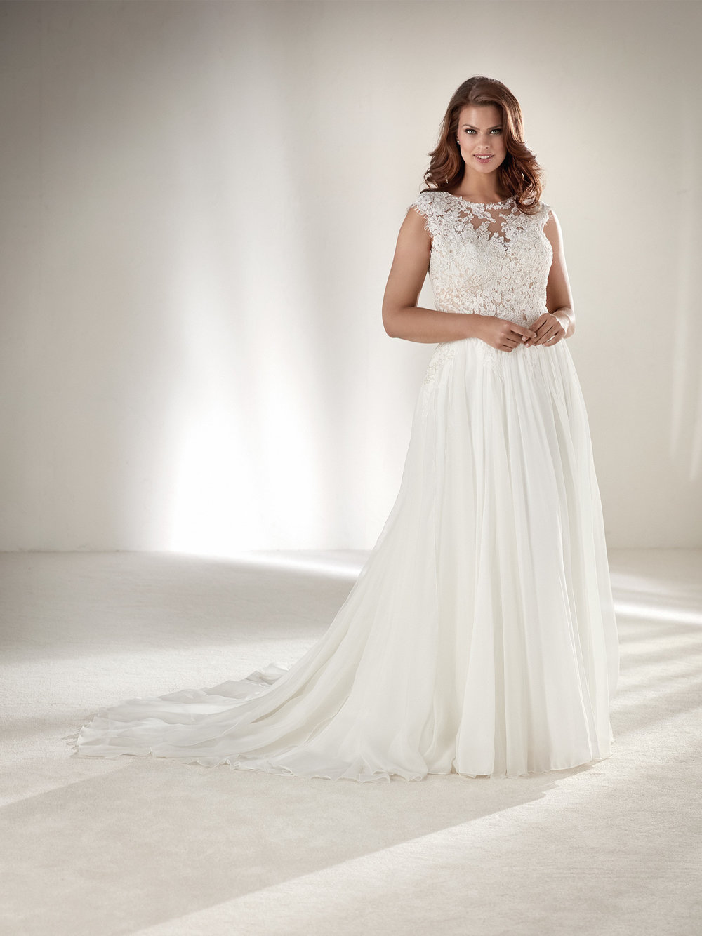PronoviasBridal-BridesbyYoung-PlusSizeWeddingDress-Atlantis.jpg