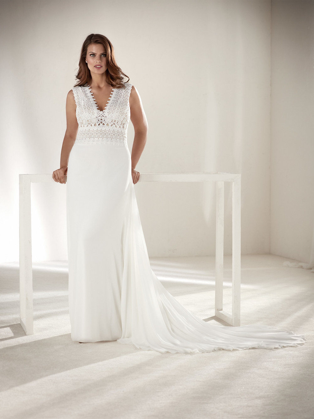 PronoviasBridal-BridesbyYoung-PlusSizeWeddingDress-Orobia.jpg