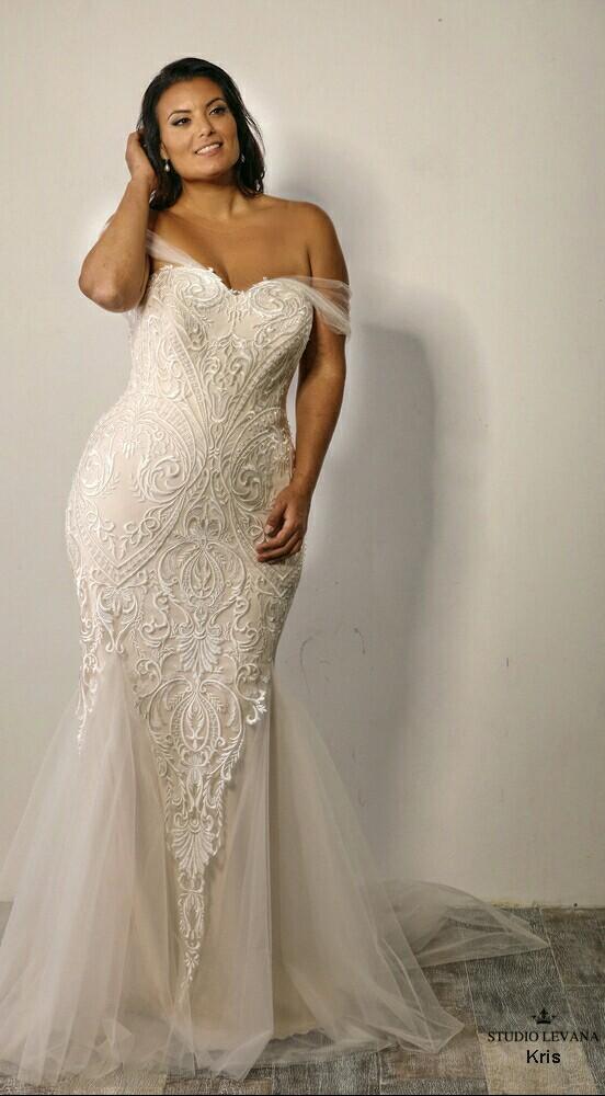BridesbyYoung-IndianapolisIndianaSchaumburgChicagoIllinois-CurvyPlusSizeBridalStore-StudioLevana-Kris-2.jpg