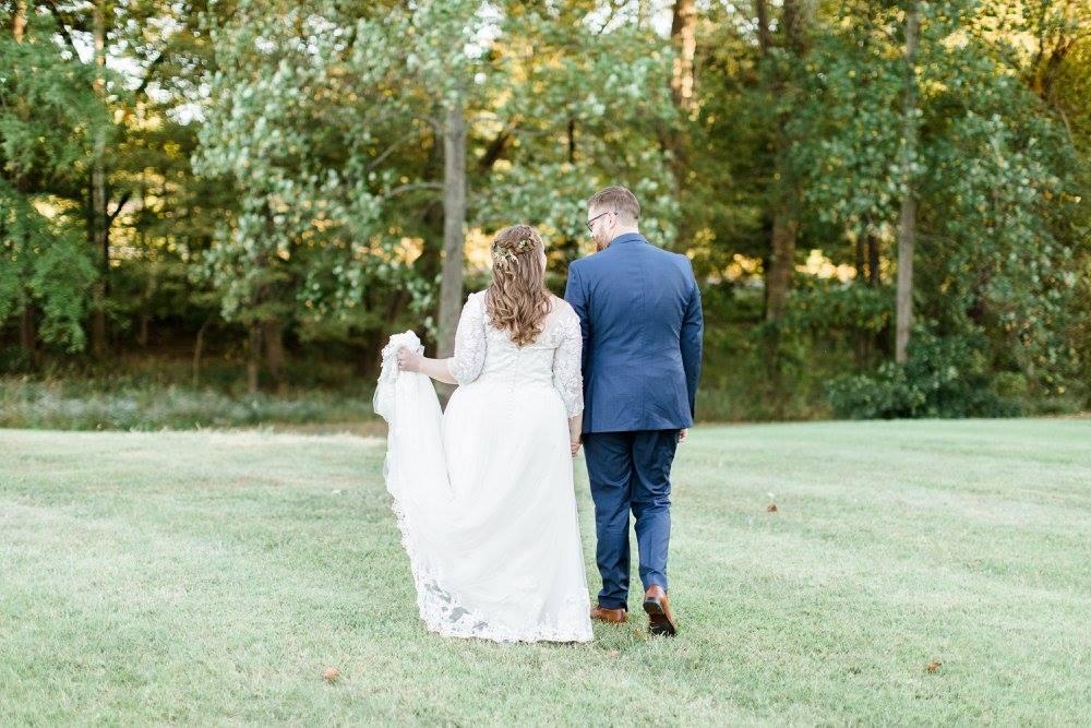BridesbyYoung-RealBride-PlusSizeCurvyWeddingDress-JessicaRobert-9.jpg