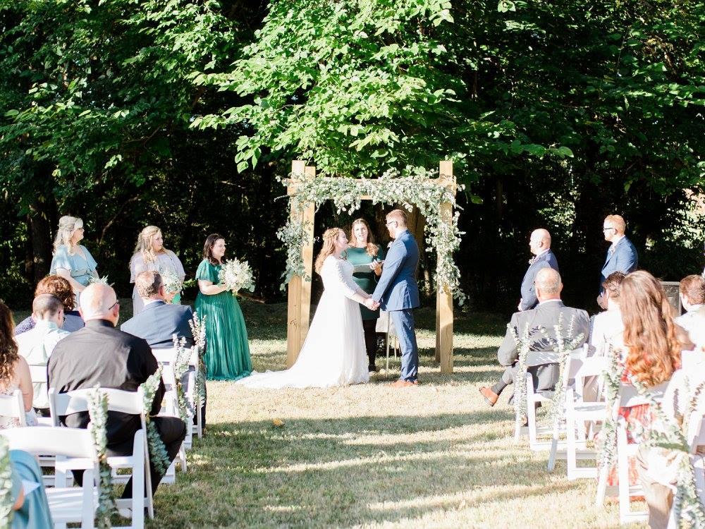 BridesbyYoung-RealBride-PlusSizeCurvyWeddingDress-JessicaRobert.jpg