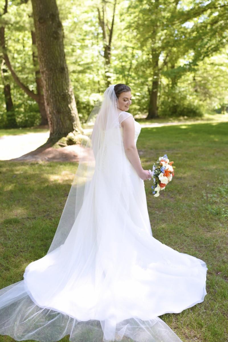 BridesbyYoung-RealBride-PlusSizeCurvyWeddingDress-MariyaChris-7.jpg
