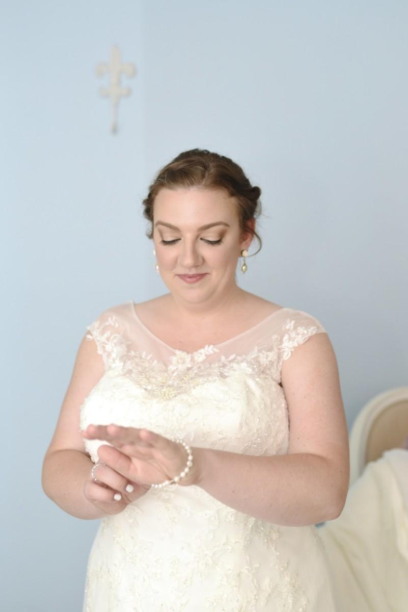 BridesbyYoung-RealBride-PlusSizeCurvyWeddingDress-MariyaChris-4.jpg