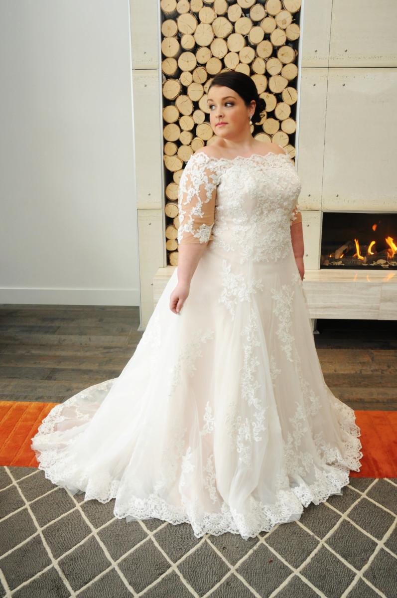 BridesbyYoung-IndianapolisIndianaSchaumburgChicagoIllinois-CurvyPlusSizeBridalStore-Lauren.jpg