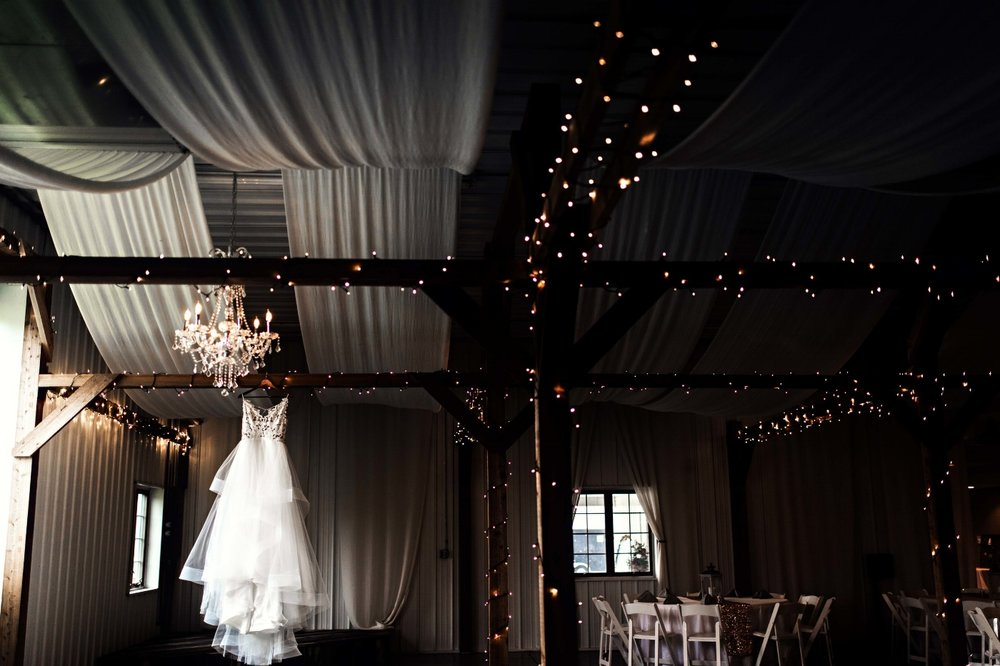 BridesbyYoung-Curvy-BlushHayleyPaige-Madi-Wedding-Inspiration-1.jpg