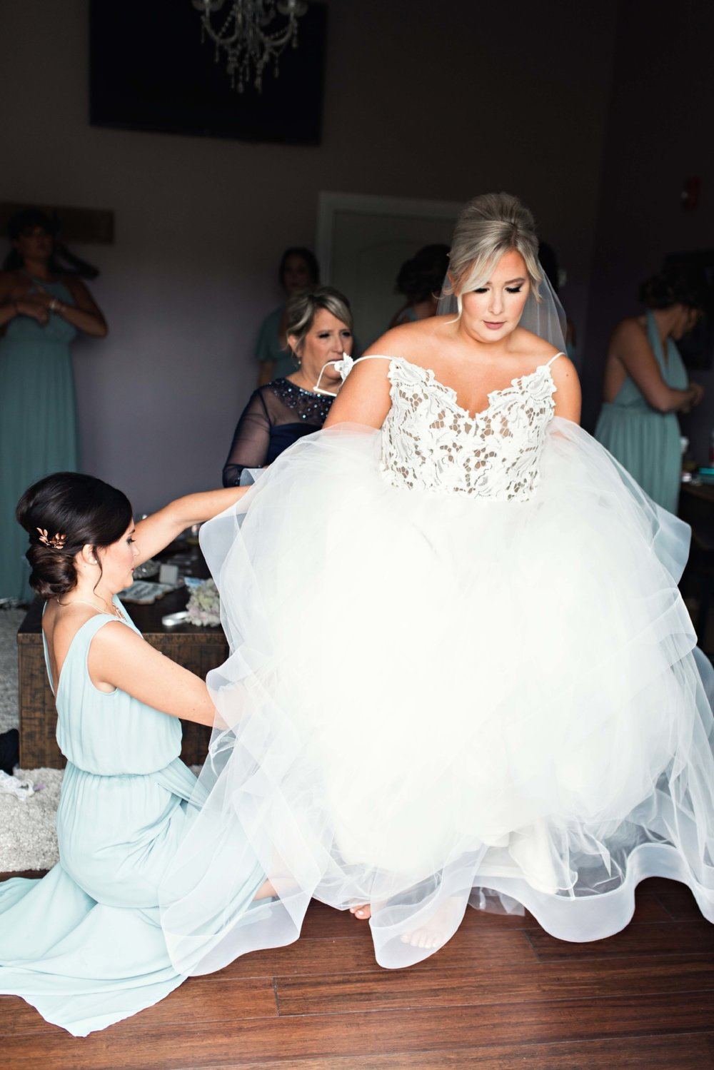 BridesbyYoung-Curvy-BlushHayleyPaige-Madi-Wedding-Inspiration-3.jpg
