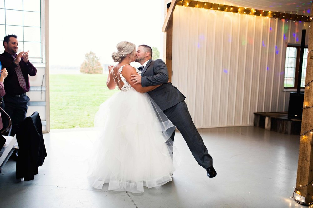 BridesbyYoung-Curvy-BlushHayleyPaige-Madi-Wedding-Inspiration-32.jpg