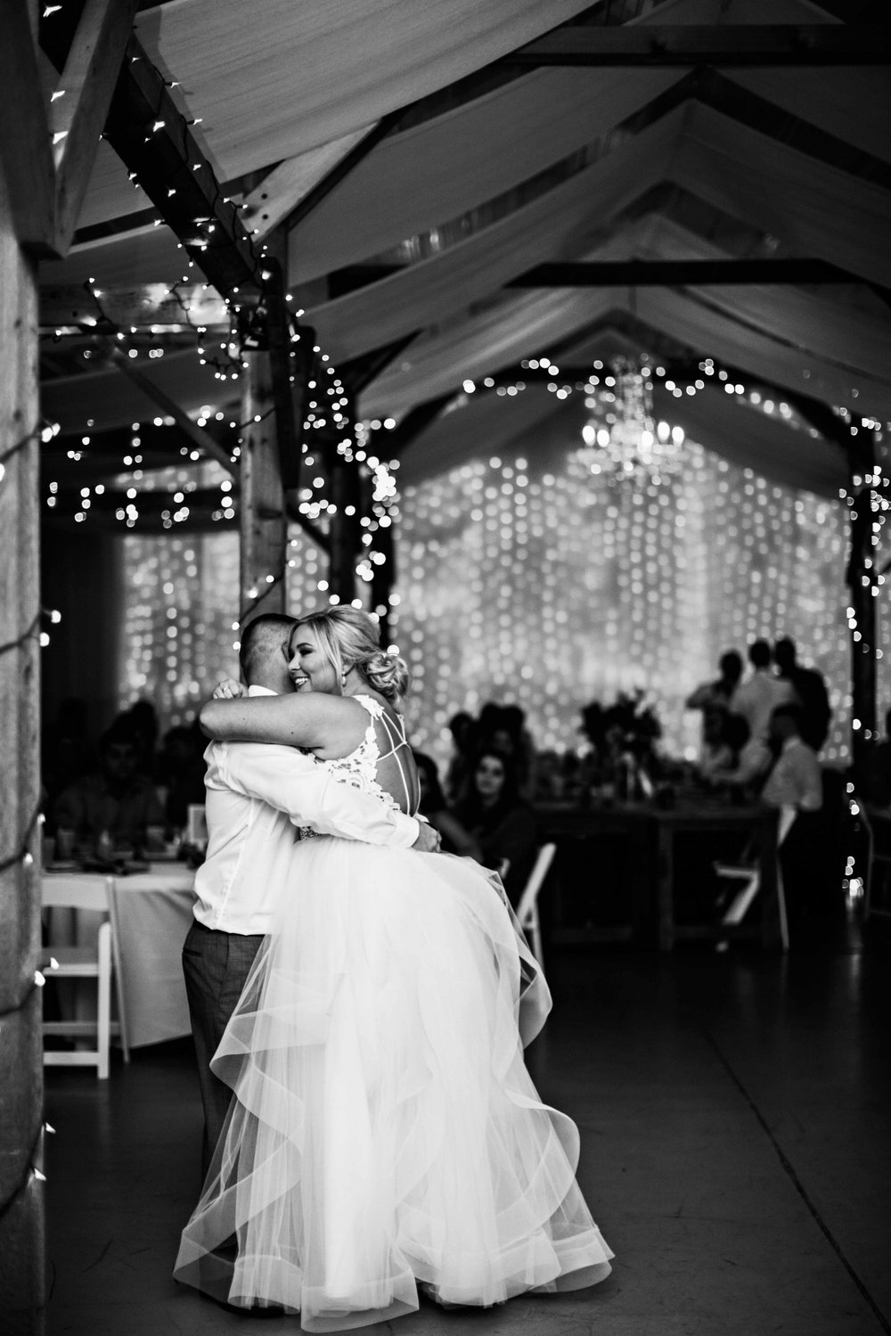 BridesbyYoung-Curvy-BlushHayleyPaige-Madi-Wedding-Inspiration-35.jpg