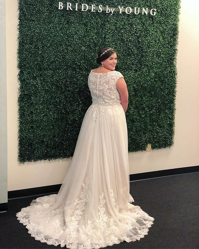 This exclusive Brides by Young style (from our own collection designed by Young herself!) featured an amazing back- sheer lace detailing plus gorgeous cascading lace into the hem border! 😍 These gowns can only be found at Brides by Young! Incredible design, fit, and quality all at an amazing price!