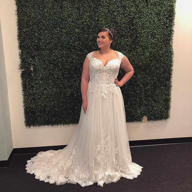 Several of you have messaged asking to see the front of the recent Brides by Young new style we posted the other day - here it is! 🙌 The perfect sweetheart neckline with some lace cap sleeves... and the lace hemline continues to the front!