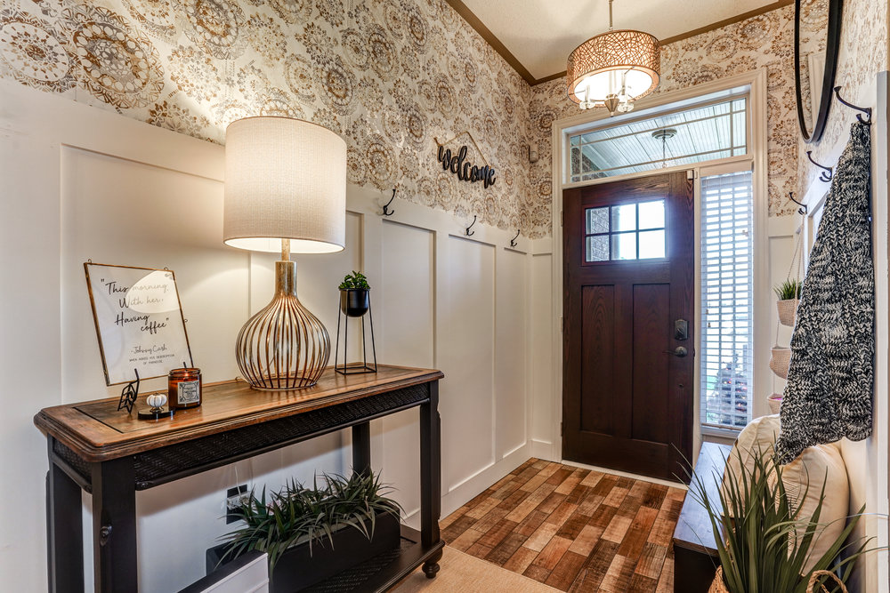 Isn't the wallpaper beautiful? We still can't believe this is the same space!