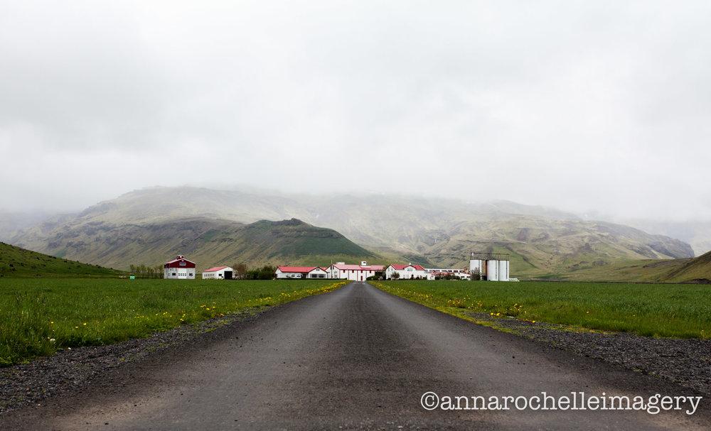 farmhouse-iceland-roadside-roadtrip-anna-rochelle-imagery-travel-creative.jpg