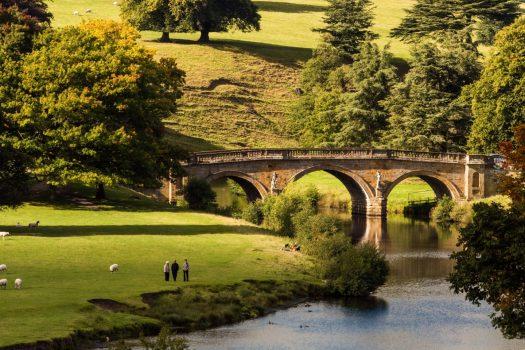 chatsworth-derbyshire-sm-©VisitEngland-Rich-J-Jones-1-e1466601707692-525x350.jpg