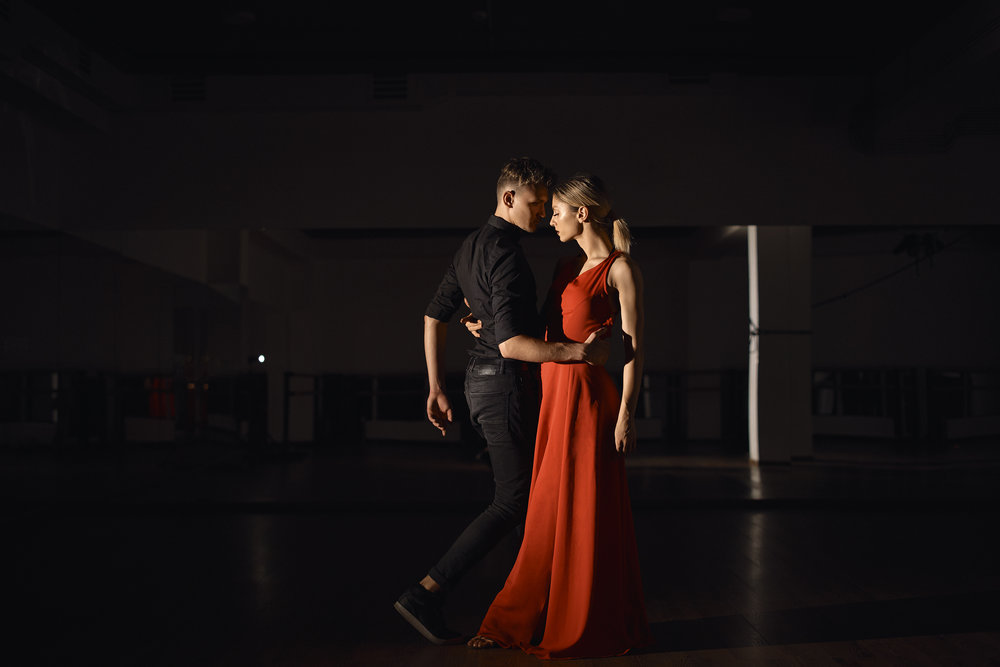 young-beautiful-couple-dancing-with-passion-WPQZNFG.jpg