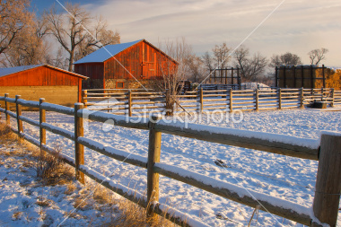 stock-photo-8774434-red-boulder-barn