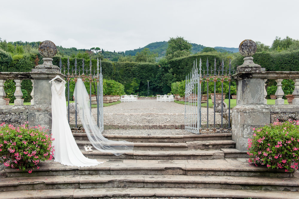 Tuscany-jewish-wedding-at-villa-grabau-in-lucca-Rhapsody-Road-Photography-Emma-Lambe.jpg