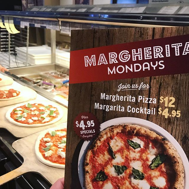 Margarita Mondays have a double meaning at @famosoymm. Come on in where the pizza is authentic and fresh and the drinks are refreshing. #MargheritaMondays #MargaritaMondays #YMM #YMMeats #FlyYMM #YMMAirport #Famoso