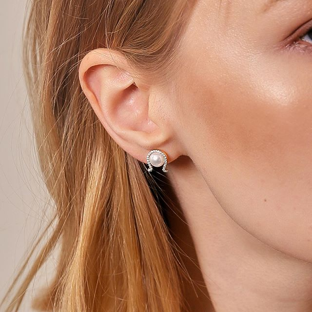 A touch of luck for your ears. These unique diamond and pearl horseshoe shaped earrings are a lovely addition to your collection. Made with a natural cultured Freshwater pearl. #LuckyCollection #Ecksand