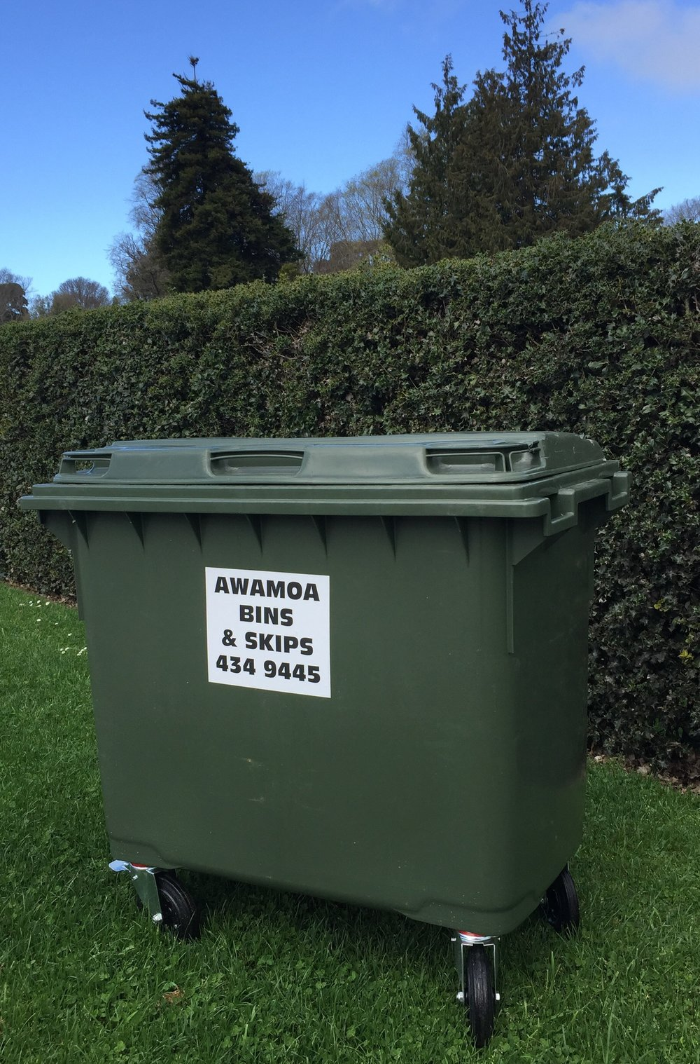COMMERCIAL WASTE - For our business customers we offer larger bins for general waste, 1100 Litre and 660 Litre.We also offer a range of bin sizes and collection options for GLASS, PLASTIC, CARDBOARD and PAPER.Lids can be locked if required.Contact us for more information.