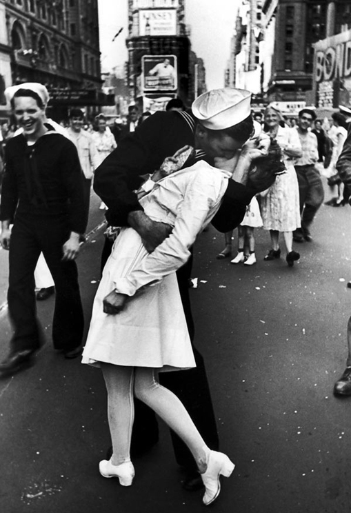 wwii-vday-kiss-time-square