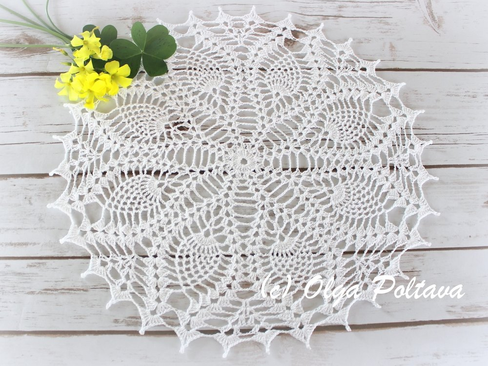 Eight Pineapples Doily
