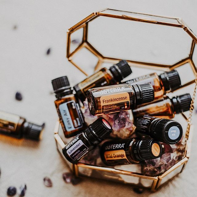 Have you heard the news? Today doTERRA Australia & NZ has not one but TWO BOGO offers😳  This morning when you snap up a 15mL Ginger oil you'll receive a FREE 15mL Spearmint... the Oil of Confident Speech! As an introvert who often has to speak in public or to people I don't know this oil is such a blessing for me. Before every class or speaking engagement I pop a drop on my lava necklace and it helps me to just get on with it💃 I am always using Ginger in cooking because I never seem to have fresh ginger on hand!  I wonder what the second offer will be?! Can't wait! . . . #naturalwellness #naturalmama #naturalliving #plantmagic #toxinfree #nutritioncoach #familyhealth #empoweredhealth #healthyhome #healthyfamily #doterraau #doterraessentialoils #doterraaunz #holisticlifestyle #positiveliving #iinhealthcoach #healthblog #letfoodbethymedicine #nourishyourself #consciouslifestyle #essentialoilsrock #doterralife #healthyhome #doterralove #wellnessblogger #wellnessblog #cleanliving #nontoxicliving #healthmatters #chemicalfreeliving