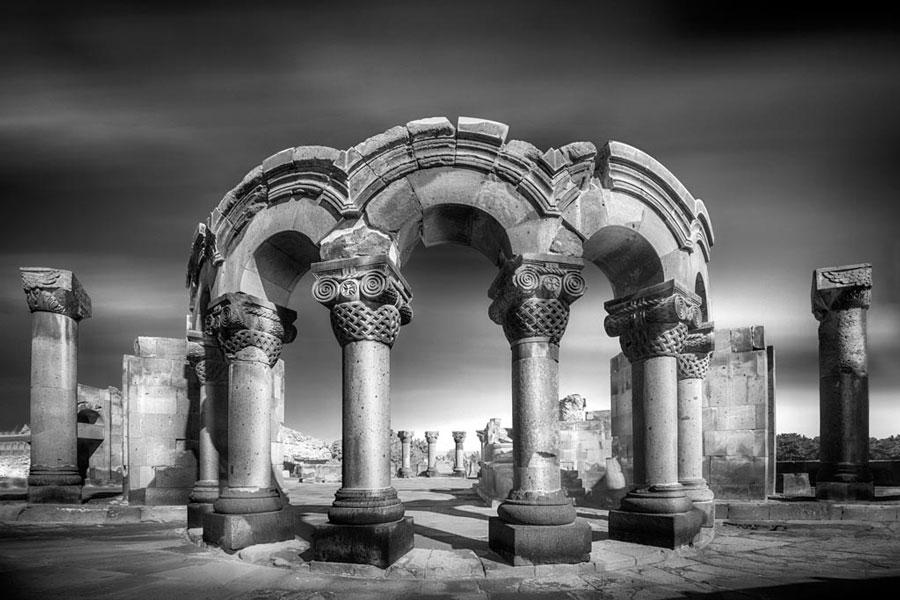 Gates to the Past - Zvartnots