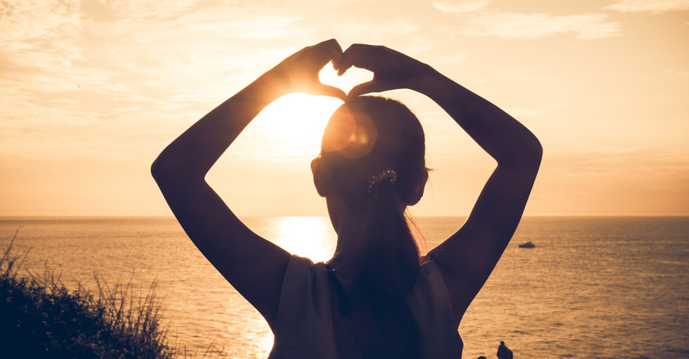 mojo-back-heart-fingers.jpg