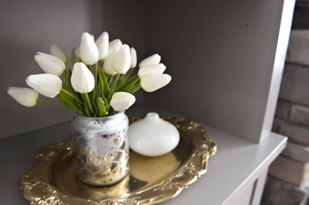 Interior-Design-River-Rd-Gold-Serving-Plate-Tulips-Vase