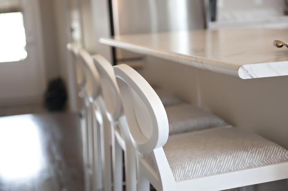 Interior-Design-Kitchen-White-Bar-Chairs