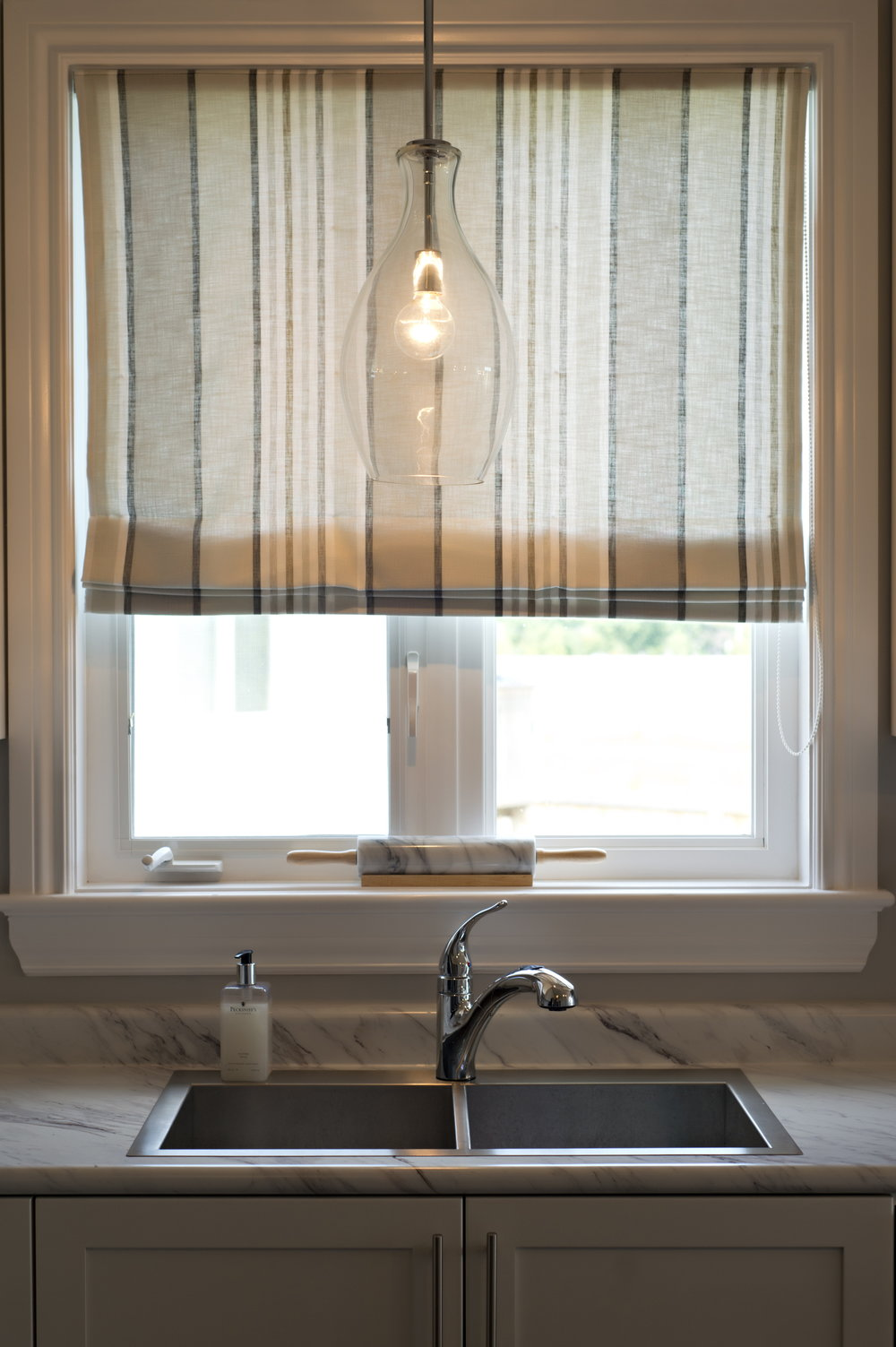 Interior-Design-Kitchen-Sink-Drapery