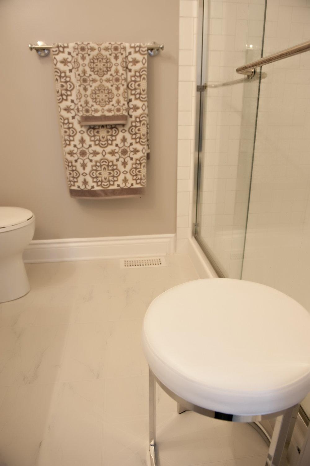 Interior-Design-Bathroom-Shower-Towels-Stool