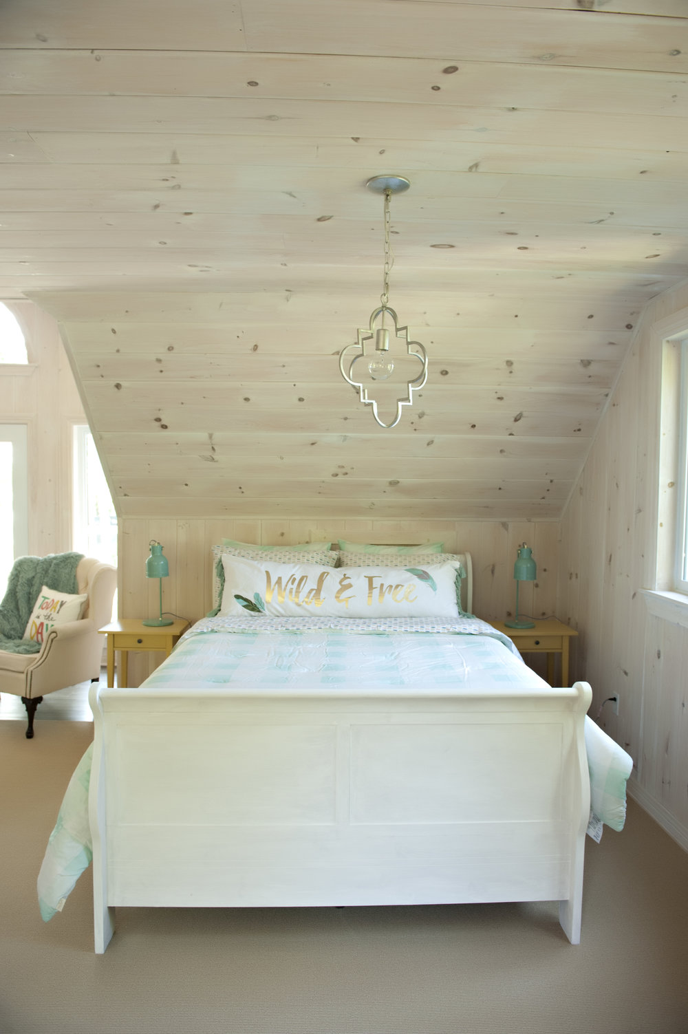 Candace-Plotz-Design-Beach-House-1-Sleigh-Bed