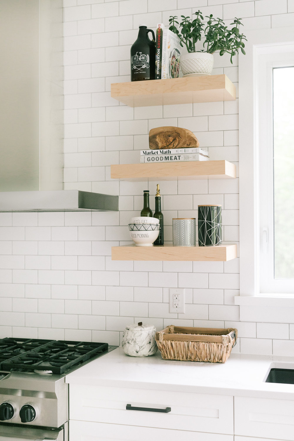 Interior-Design-Kitchen-Floating-Wood-Shelf