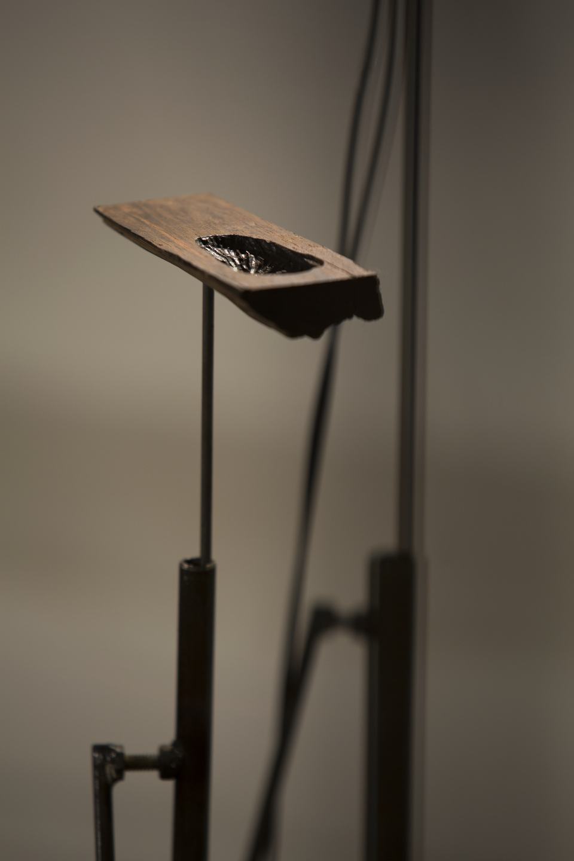 6.Detalhe da Instalação Bosque_ Objeto de jacaranda da bahia em tripés de aço 1,35x45x45cm.JPGJPG.JPG